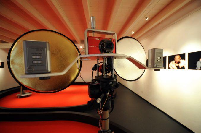 """Yverdon, 16 septembre 2010. Nouvelle exposition à la Maison d'Ailleurs. """"Les robots rêvent-ils du printemps?"""", installation de Ken Rinaldo. © Joana Abriel"""